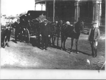 BDHC Mants Mail Coach at Bulli Family Hotel 1910